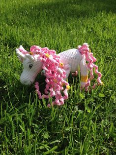 Amigurumi Einhorn zum selber Häkeln - kostenlose Häkelanleitung: https://www.crazypatterns.net/de/blog/274/elli-einhorn-ca-25-cm-gross