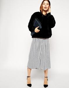 These monochrome wide-leg culottes are on my wish list. The grid print is super cool and is perfect for everyday or going out. Find them here: http://asos.to/1vOTPOw
