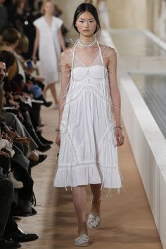 See the complete Balenciaga Spring 2016 Ready-to-Wear collection.