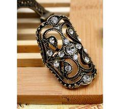 Обьемное кольцо античного бронзового цвета. Кольцо выполнено из ювелирного сплава, идеально украшает мизинчик!