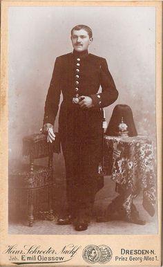 CDV photo Soldat mit Pickelhaube und Busch - Dresden 1890er