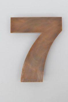 Diese Hausnummer 7 haben wir aus Tombak wasserstrahl schneiden lassen