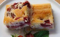 Bublanina z podmáslí s jahodami. Pastries, Sushi, Sweets, Ethnic Recipes, Food, Gummi Candy, Tarts, Candy, Essen