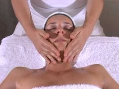 Facial Massage - How to Massage the Face, Neck & Upper Chest Massage Tips, Face Massage, Massage Techniques, Massage Therapy, Facial Room, Aloe Vera, Reflexology Massage, Facial Exercises, Facial Treatment