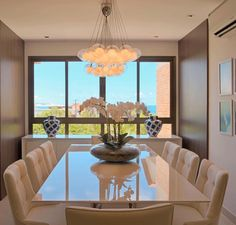 50 Inspirational Cabinet Designs for a Luxury Dining Room Dining Table Design, Round Dining Table, Dining Room Table, Round Tables, Small Tables, Dining Chairs, Luxury Dining Room, Dining Room Lighting, Dinner Room