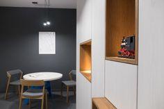 BIURO ARCHITEKTA regał biurowy | tryc.pl #wardrobe #furniture #furnituredesign #coffetable #chairs #map #interiors #wood #office #lighting #interiorsdesign Coffe Table, Furniture Design, Wardrobe Furniture, Office Lighting, Wood, Chairs, Interiors, Map, Woodwind Instrument