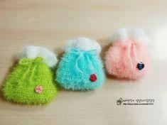 추석선물로 정성껏 만든 수세미 어떠세요♡ 복주머니 수세미 만들어봅시다. 명절이 다가오니 한복에 복주머... Crochet Scrubbies, Knit Crochet, Crochet Projects, Coasters, Diy And Crafts, Baby Shoes, Crochet Patterns, Slippers, Presents