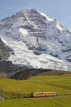 Jungfrau from Kleine Scheidegg - Grindelwald Switzerland (Monch)❤️ Grindelwald Switzerland, Zermatt, La Provence France, Glacier Express, Places To Travel, Places To See, Places In Switzerland, Jungfraujoch, Zhangjiajie