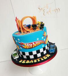 Bolo Hot Wheels, Hot Wheels Cake, Hot Wheels Party, Cars Birthday Parties, 3rd Birthday, Hot Wheels Birthday, Novelty Cakes, Cakes For Boys, Cute Cakes