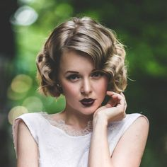 Looking for wedding hairstyles for medium hair 2015? Check out these pictures of trendy retro curls that are perfect for prom, weddings or any formal event.