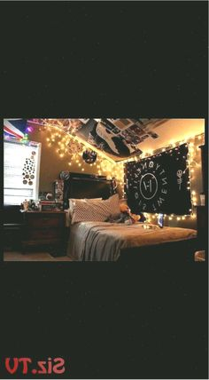 Artsy Indie Hipster Room Ideas and Cool Decorating Tips for Hippie Room artsy be… #hipsterhomedecor #Artsy #Cool #decorating #Hippie #hipster #hipsterhomedecorindie #Ideas #Indie #Room #Tips