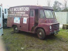 Morris LD van 1965 for restoration Ford Classic Cars, Classic Trucks, Ww2 Fighter Planes, Vehicle Signage, Old Lorries, Step Van, Car Barn, Van Car, Old Commercials