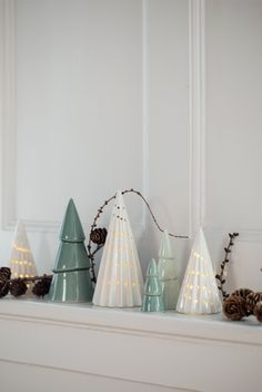 Ceramic christmas trees // Nordic Christmas cosiness with Anna and Clara. See Søstrene Grenes' Christmas collection 2017 here: https://sostrenegrene.com/campaigns/christmas/