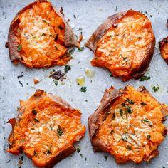 Ob als Suppe, Püree oder als knusprige Stangen auf dem Ofen: Die orangen Knollen sind einfach immer der Hit.