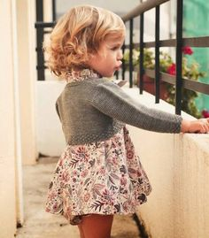 Amazing little floral ensemble with cropped grey sweater. #estella #kids #designer #fashion Minimoda.es