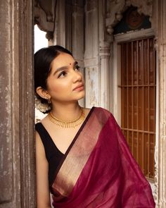 Jewellery Styling Inspirations You Don't Want To Miss Check out how to style your jewelleries with sarees! Simple Sarees, Trendy Sarees, Stylish Sarees, Indian Fashion Dresses, Dress Indian Style, Indian Designer Outfits, Fashion Outfits, Saree Wearing Styles, Saree Styles