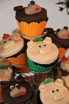 cup cake lobo | Cupcakes modelados no tema da festa.