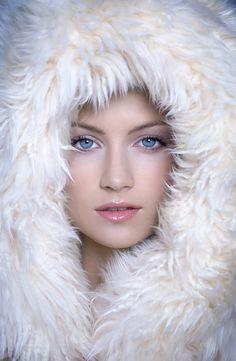 little bisexuell sweatheart in fur Fur Clothing, Sheepskin Coat, Sheer Beauty, White Fur, Fur Collars, Fox Fur, Fashion Shoot, Fur Trim, Female Models