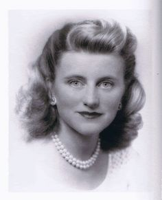 "Kathleen Agnes ""Kick"" Kennedy (February 1920 – May was the fourth child and second daughter of Joseph P. and Rose Kennedy. She was a sister of future U. President John F. Kennedy and widow of the heir apparent to the Dukedom of Devonshire. Kathleen Kennedy, Los Kennedy, John F Kennedy, Caroline Kennedy, Die Kennedys, Familia Kennedy, John Junior, John Fitzgerald, Debutante"