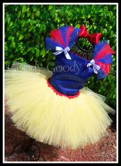 Snow White tutu for sale on etsy, but would be cute for Halloween costume. If I could find the time! Halloween Make, Costume Halloween, Holidays Halloween, Halloween Clothes, Costume Anastasia, Snow White Tutu, Diy Snow White Costume, Costume Blanc, Fantasias Halloween