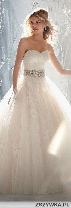 sweetheart wedding dress with a belt