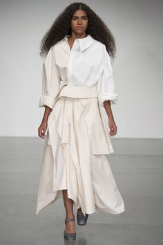 See all the Collection photos from A. Mode Spring/Summer 2018 Ready-To-Wear now on British Vogue Fashion 2018, Runway Fashion, Fashion Dresses, Womens Fashion, London Fashion Weeks, All Black Fashion, Fashion Show Collection, Contemporary Fashion, Spring Summer Fashion