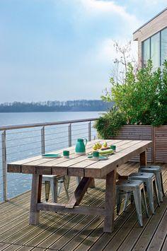 Décoration terrasse en bois : 15 inspirations à copier - Marie Claire Outdoor Spaces, Outdoor Living, Outdoor Decor, Porches, Cottage Design, House Design, Garden Furniture, Outdoor Furniture Sets, Terrasse Design