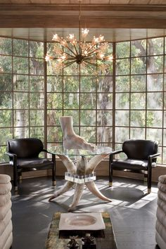 """<p>""""That view is just insane,"""" Wearstler says.""""It's kind of the art in the room. Everything else was all of the furnishings and lighting."""" The gigantic foot atop the glass table is from Wearstler's own line.</p>"""