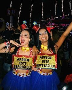 Have you been looking for best Halloween costumes for teens? HERE are the best teen Halloween costumes for you & groups that are smart and charming. Carnival Outfits, Carnival Costumes, Carnival Booths, Halloween Karneval, Halloween Kleidung, Halloween Costumes For Teens, Halloween Halloween, Halloween Makeup, Fantasy Costumes
