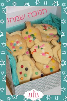 Chanukah Cookies – Busy in Brooklyn Hanukkah Food, Hanukkah Gifts, Hanukkah Recipes, Cinnamon Recipes, Kosher Recipes, Sweet Cookies, Fun Cookies, Naan, Sugar Cookies Recipe