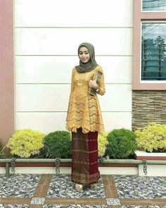 New Dress Lace Hijab Style Ideas Kebaya Modern Hijab, Kebaya Hijab, Kebaya Muslim, Muslim Dress, Kebaya Brokat, Kebaya Lace, Kebaya Dress, Dress Pesta, Batik Fashion