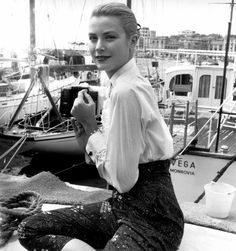 meow-retrogasm:  Grace Kelly at the Cannes Film Festival, 1955.