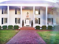 So excited that I get to move into this beautiful house at the end of summer! Sorority Row, Preppy Girl, Delta Gamma, End Of Summer, Southern Living, Future House, Room Inspiration, Life Is Good, Beautiful Homes