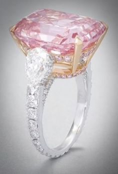 Graff pink diamond ring I love the setting. Flanked with pear diamonds and full diamond band Ring Set, Ring Verlobung, Pink Diamond Ring, Gold Ring, Jewelry Accessories, Jewelry Design, Schmuck Design, Colored Diamonds, Pink Diamonds