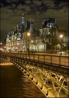 Paris, l'Hotel de Ville la nuit. Paris, l'Hotel de Ville by night