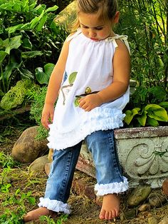 Cute dress with ruffle jeans