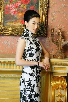 Li Ling-Ai who was famous for always wearing a cheongsam for public appearances would be happy to know that the style is experiencing a revival.