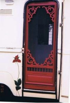 Camper trailer screen door ♥ This would be a beautiful front door Camping Vintage, Vintage Rv, Vintage Style, Old Campers, Retro Campers, Vintage Campers, Happy Campers, Vintage Motorhome, Vintage Camper Interior