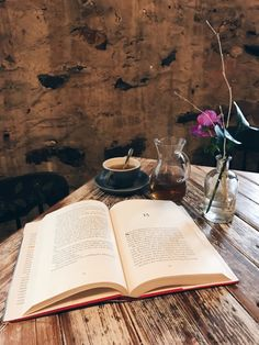 Tea and a book ❤️ Photo taken at Artifact Coffee in Baltimore ☕️