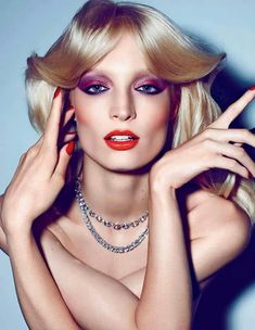 Makeup Trends That Will Blow Your makeup history has always been remembered as creative, loud and bright. After the nude makeup trends, some colors are needed to pop. 70s Makeup Look, 70s Disco Makeup, 70s Hair And Makeup, Disco 70s, Makeup Looks, Nude Makeup, Glam Makeup, Glitter Makeup, 80s Makeup Trends