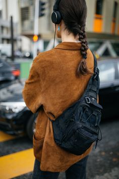 Click through to see the latest street style photos from the PFW Spring/Summer 2020 shows. Fashion Pants, Girl Fashion, Paris Fashion, Fashion Looks, Fashion Outfits, Womens Fashion, Korean Fashion Work, American Casual, Casual Street Style