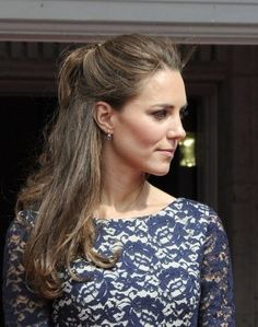 This half-up, half-down style looks very girlish on Kate. #katemiddleton #royals #hair