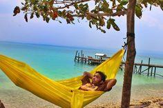 #hammock #hammocklife #hammockindonesia #hammocktown #salamgantung by @kasminarif