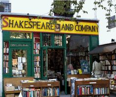 Skakespeare and Company Bookshop-Paris. Yeah, I could so spend several days browsing in this place.