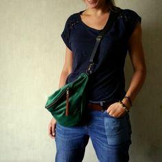 nerka z miękkiego pluszu w kolorze zielonym SZMARAGDOWYM Rebecca Minkoff, Stripes, Handmade, Fashion, Moda, Hand Made, Fashion Styles, Fashion Illustrations, Handarbeit