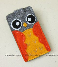 Cute felt owl phone case, hmm.... Maybe I could replicate it....