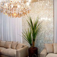 Beleza e sofisticação     Quem ama brilho na decoração? Eu!!! rsrs... Se você também, então esse post é pra você, porque essa ideia es...