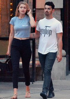 Gigi Hadid and boyfriend Joe Jonas enjoy a quick smooch in New York #dailymail