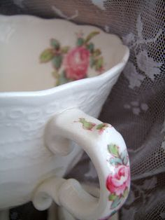51 Ideas shabby chic cottage cabbage roses tea cups for 2019 Hd Vintage, Vintage Tea, Vintage China, Rose Cottage, Shabby Chic Cottage, Cottage Style, Romantic Cottage, Garden Cottage, Romantic Roses