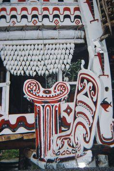 Typical Trobriand Island House, Massim region. Melanesia. cheetahdmr@aol.com asmatcollection on ebay